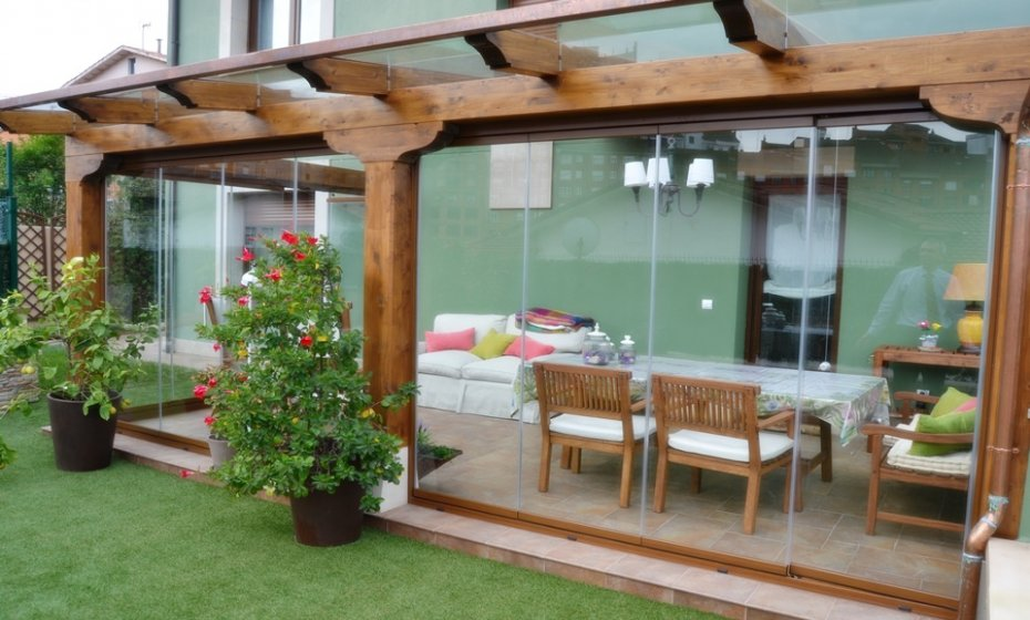 Porche con estructuras de madera felsoglass felsoglass - Porches de madera cerrados ...
