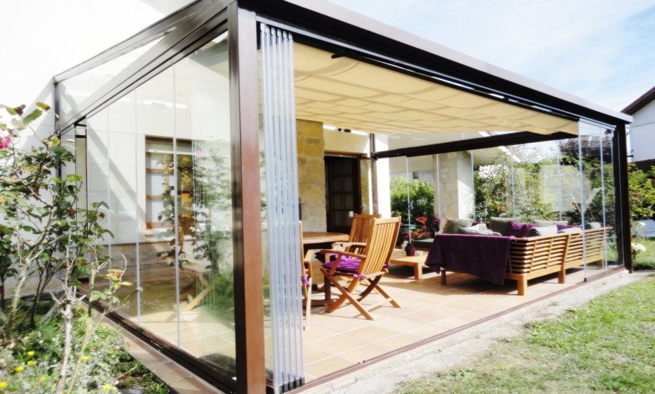 Felsoglass porches con cortina de cristal y estructura de for Porches de hierro